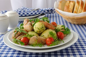 Boiled potatoes with chicken