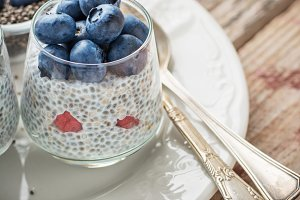 Milk pudding with chia seeds and fre