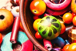 Making bijouterie of colored beads