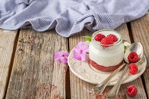 Natural yogurt with fresh raspberrie