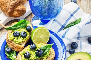 Toasts with blueberry and avocado cr