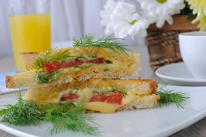 Sandwich with tomato and cheese