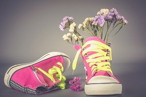 Sports shoes with flowers