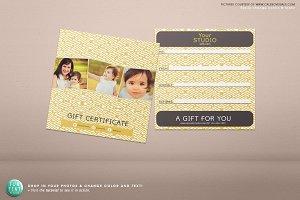 5x5 Gift certificate voucher psd