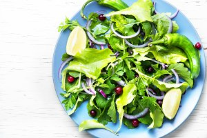 Fresh mixed green salad