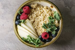 Quinoa porrige with kale