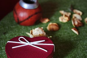 dried roses on the green tablecloth