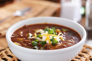 chili with sourcream and cheese