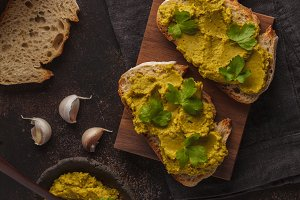 Green peas hummus sandwiches