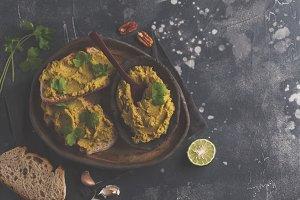 Green peas hummus sandwiches