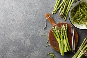Cooking fresh raw asparagus
