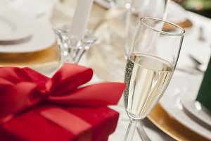 Champagne, Gift with Table Setting