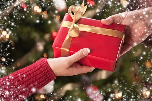 Man & Woman Gift Exchange, Tree