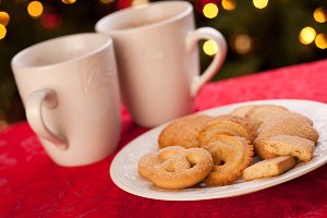 Holiday Hot Chocolate and Cookies