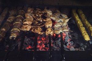 Grilling marinated shashlik