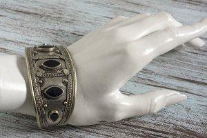 vintage bracelet with onix stone