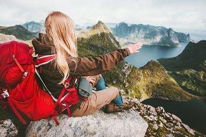 Traveler woman admiring landscape