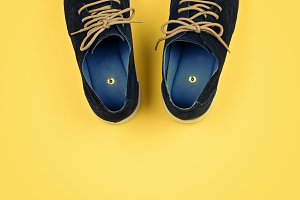 Men's shoes with paper pins