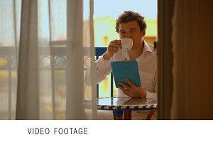 Man with laptop having tea