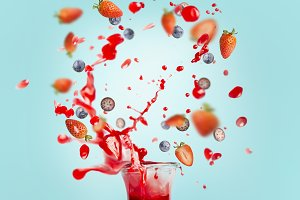 Smoothie splash and berries