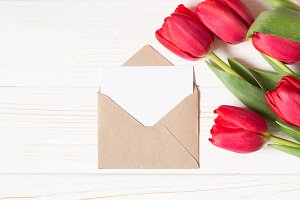 Envelope mockup and red tulips