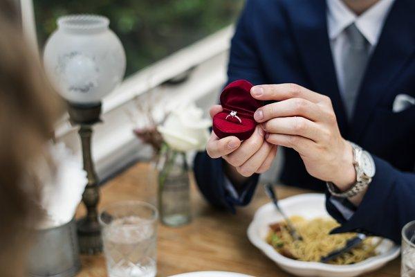 Man proposing girlfriend