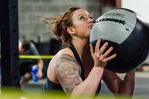 Crossfit Woman Wallball