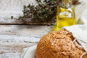 Bun with olive oil and thyme