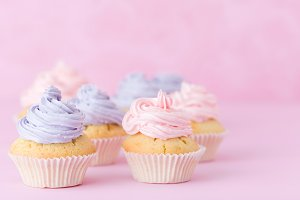 Cupcakes with violet and pink butter