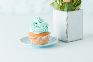 Pastel vertical banner with cupcake