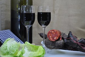 Glasses of red wine and sausages