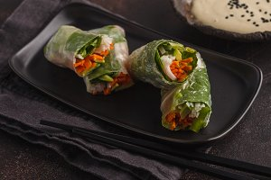 spring rolls with rice noodles