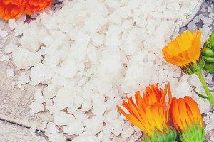sea salt with calendula extract.