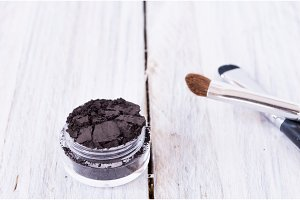One can of mineral powder and a make-up brush.