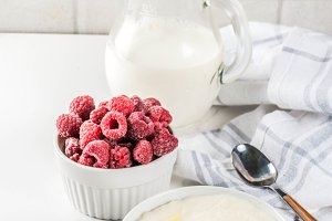 Semolina porridge with raspberry