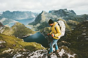 Discoverer man trekking in mountains