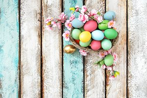 Easter eggs flowers decoration