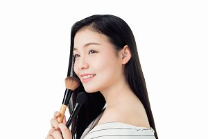 woman hold the blush brush and smile