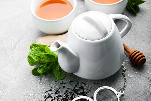 Tea with lemon and mint