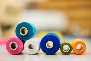 Composition with spool of tailor threads laid on table