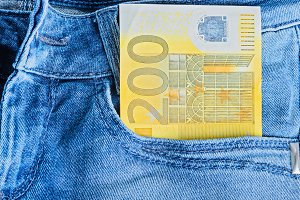 200 Euro in a jeans pocket