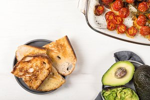Toasts, avocado and roasted tomatoes