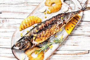 Roasted fish in pineapple sauce
