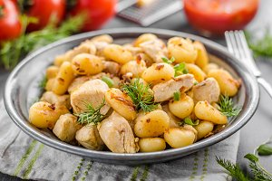 Fried gnocchi chicken curry