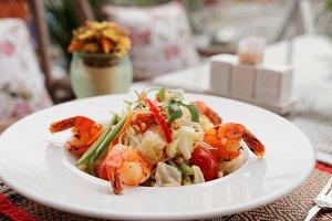 Starter with fried shrimps