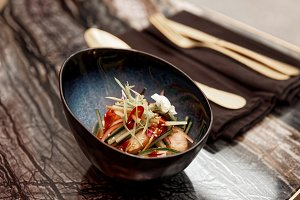 Marinated scallops, raw vegetables