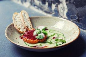 Salmon tartar with cucumbers