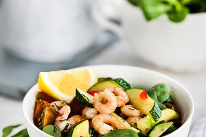 Shrimps and zucchini warm salad