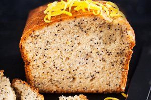 Lemon and poopy seeds pound cake
