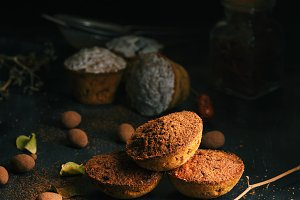 round baked cupcakes